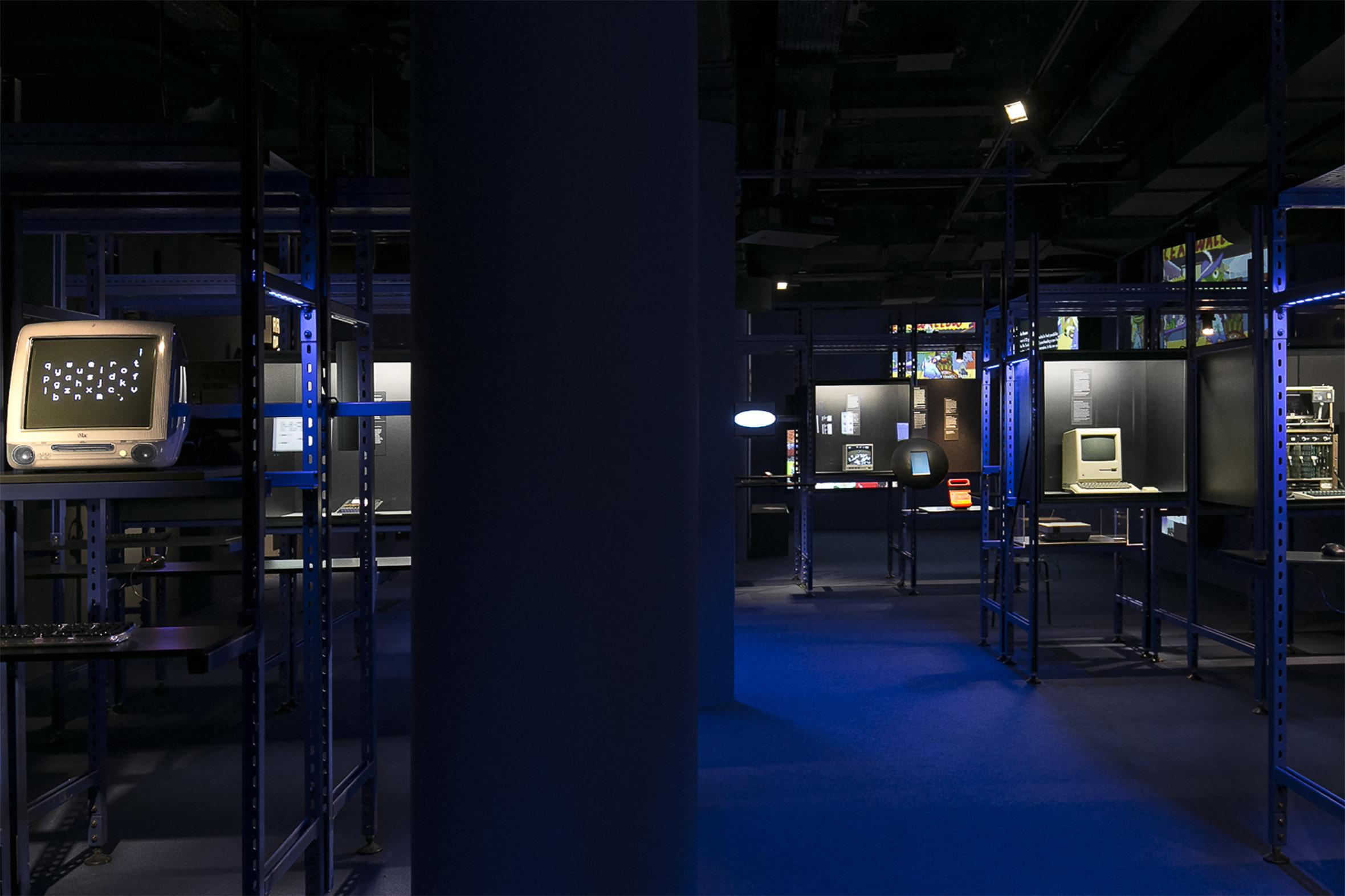 Tonia Bürkle (blaugrau): Digital Revolution für Deutsches Filmmuseum Frankfurt 2
