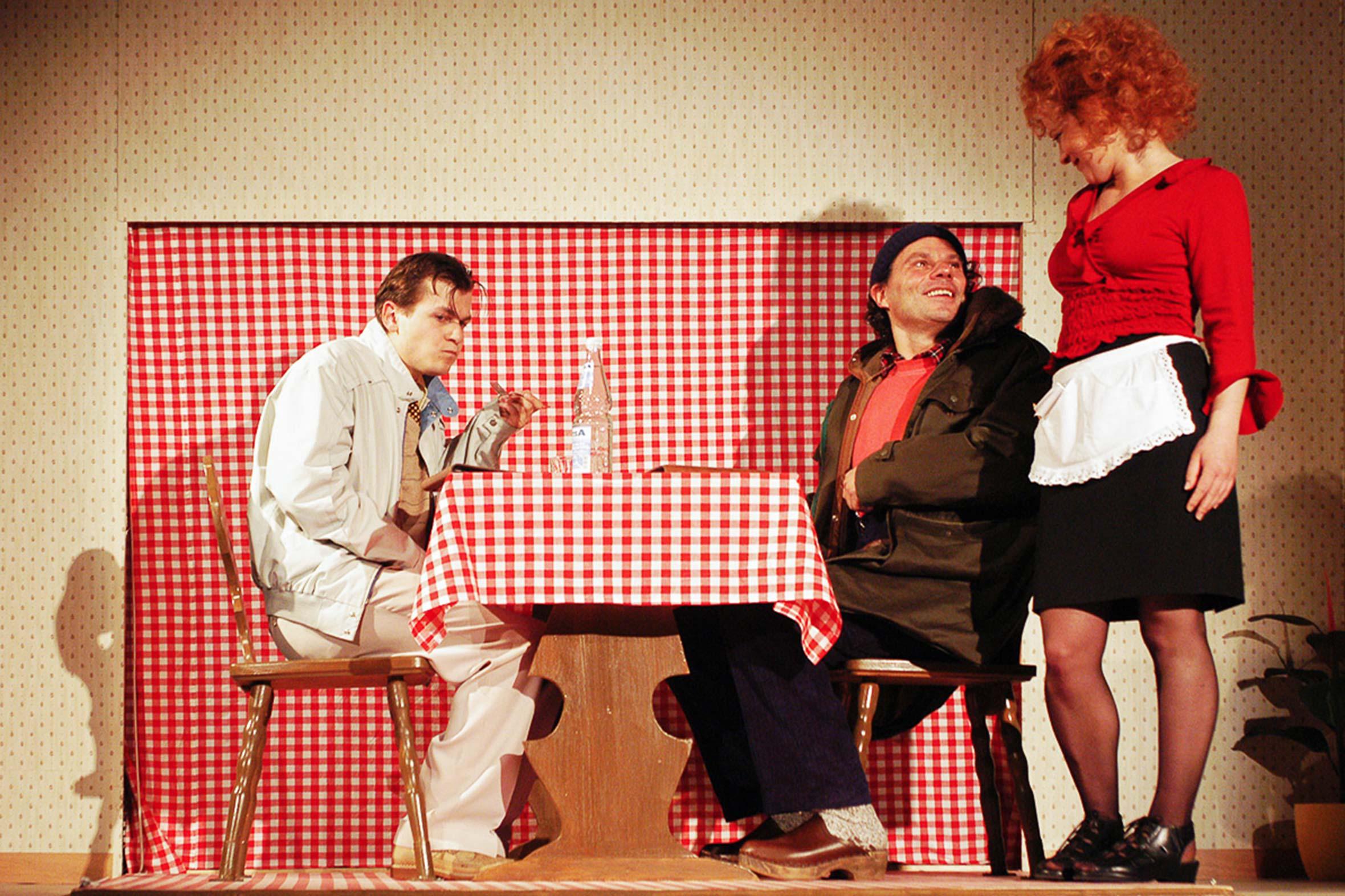 Tonia Bürkle (blaugrau): Elling für Hessisches Landestheater MarburgElling 2