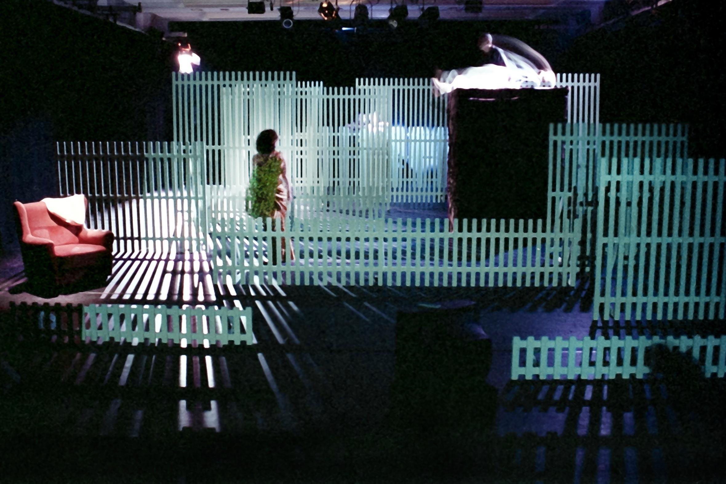 Tonia Bürkle (blaugrau): Die Frau vom Meer für Freies Schauspielensemble FrankfurtDie Frau vom Meer 1