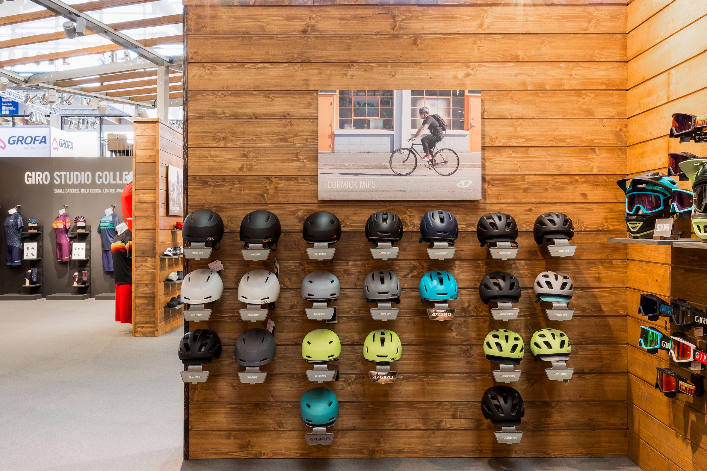 Tonia Bürkle (blaugrau): Giro Sport Design für Eurobike Friedrichshafen und Ispo MünchenGiro Sport Design 9