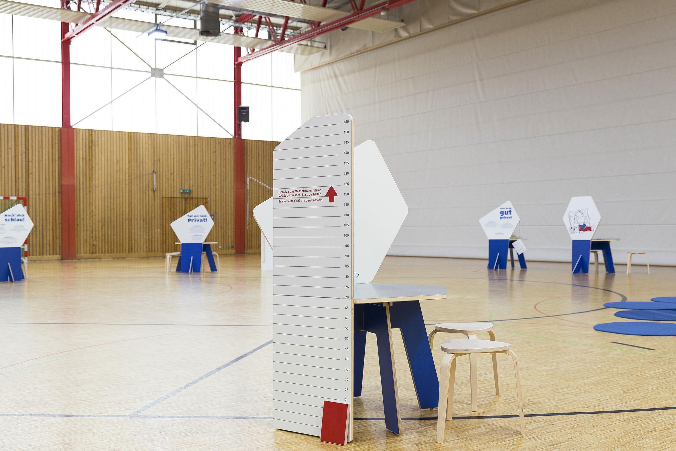 Tonia Bürkle (blaugrau): Kinder haben Rechte! Mobile Ausstellung für Kinderbüro Frankfurt 4