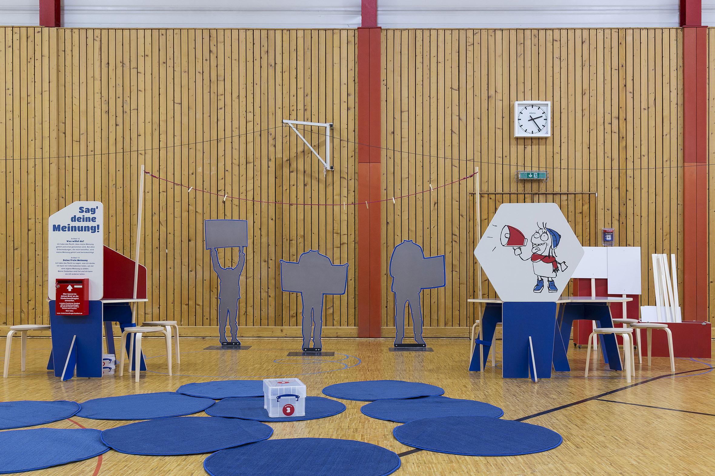 Tonia Bürkle (blaugrau): Kinder haben Rechte! Mobile Ausstellung für Kinderbüro Frankfurt 6