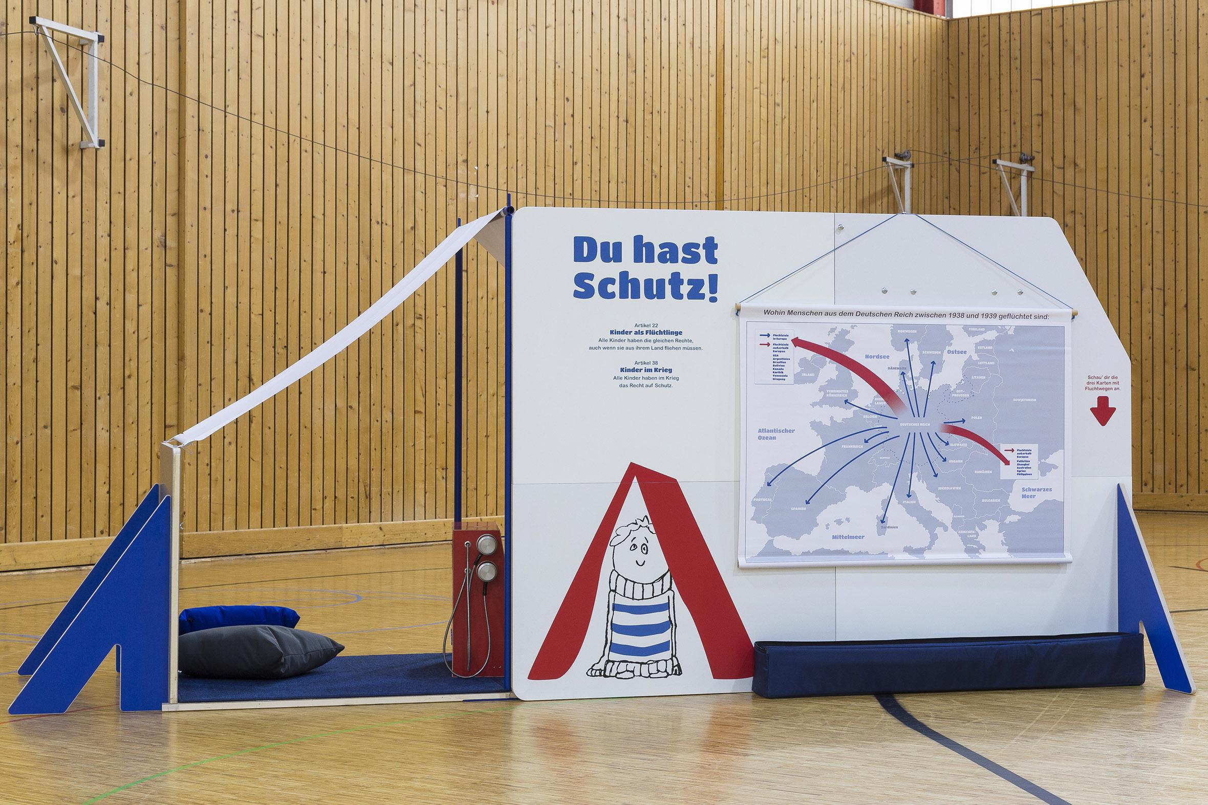 Tonia Bürkle (blaugrau): Kinder haben Rechte! Mobile Ausstellung für Kinderbüro Frankfurt 7