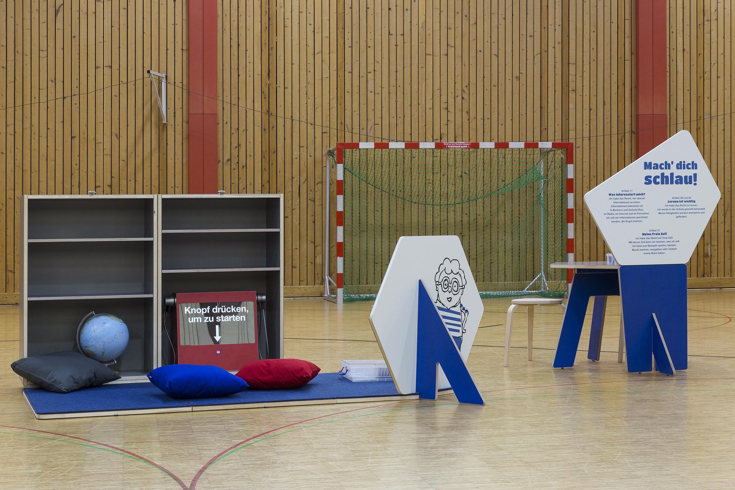 Tonia Bürkle (blaugrau): Kinder haben Rechte! Mobile Ausstellung für Kinderbüro Frankfurt 9