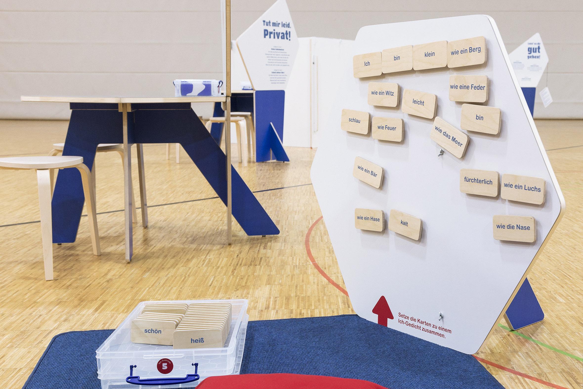 Tonia Bürkle (blaugrau): Kinder haben Rechte! Mobile Ausstellung für Kinderbüro Frankfurt 10