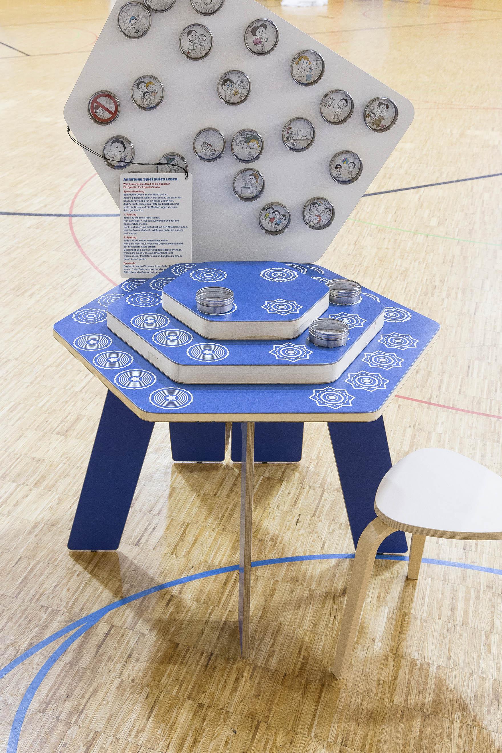 Tonia Bürkle (blaugrau): Kinder haben Rechte! Mobile Ausstellung für Kinderbüro Frankfurt 15