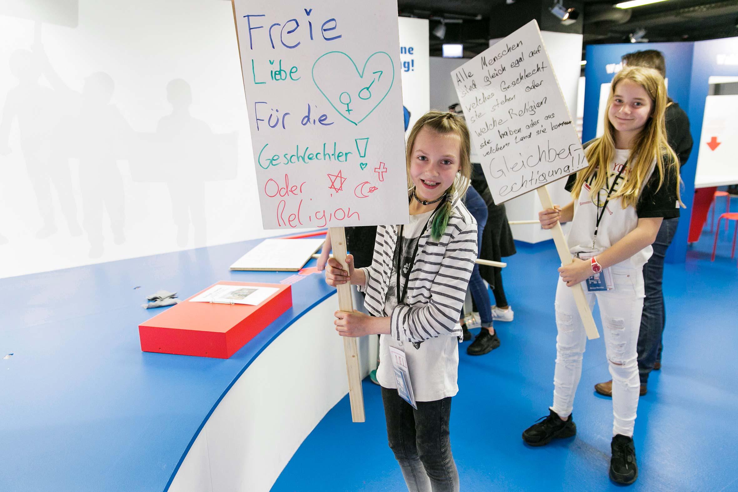 Tonia Bürkle (blaugrau): Kinder haben Rechte! für Kindermuseum Frankfurt 9