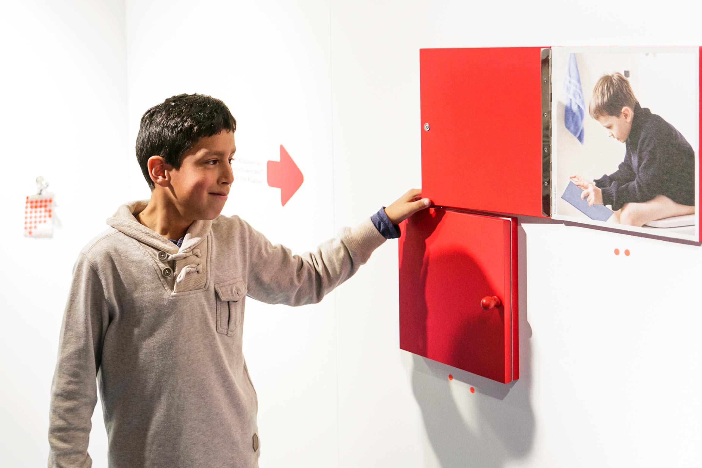 Tonia Bürkle (blaugrau): Kinder haben Rechte! für Kindermuseum Frankfurt 12