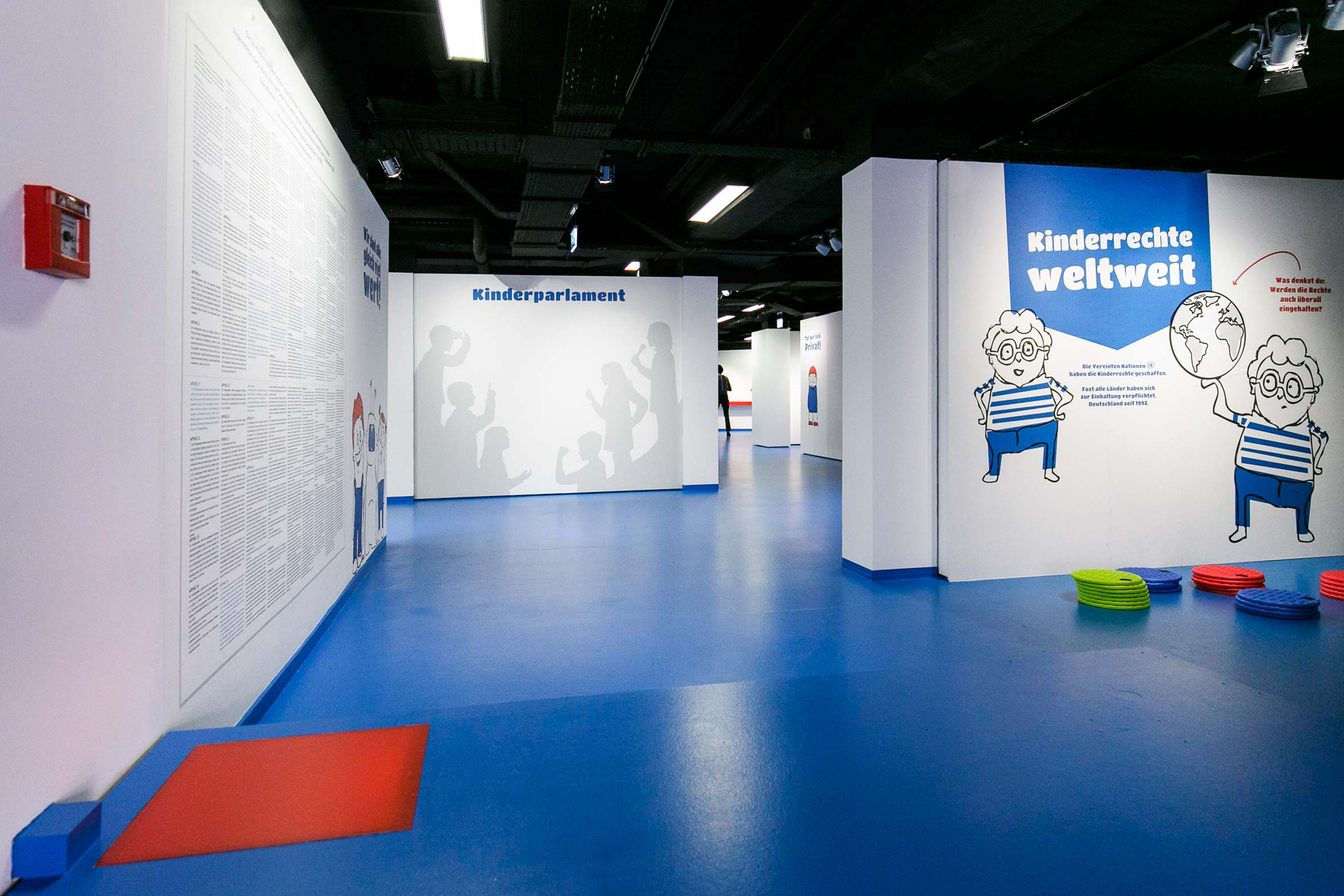 Tonia Bürkle (blaugrau): Kinder haben Rechte! für Kindermuseum Frankfurt 1