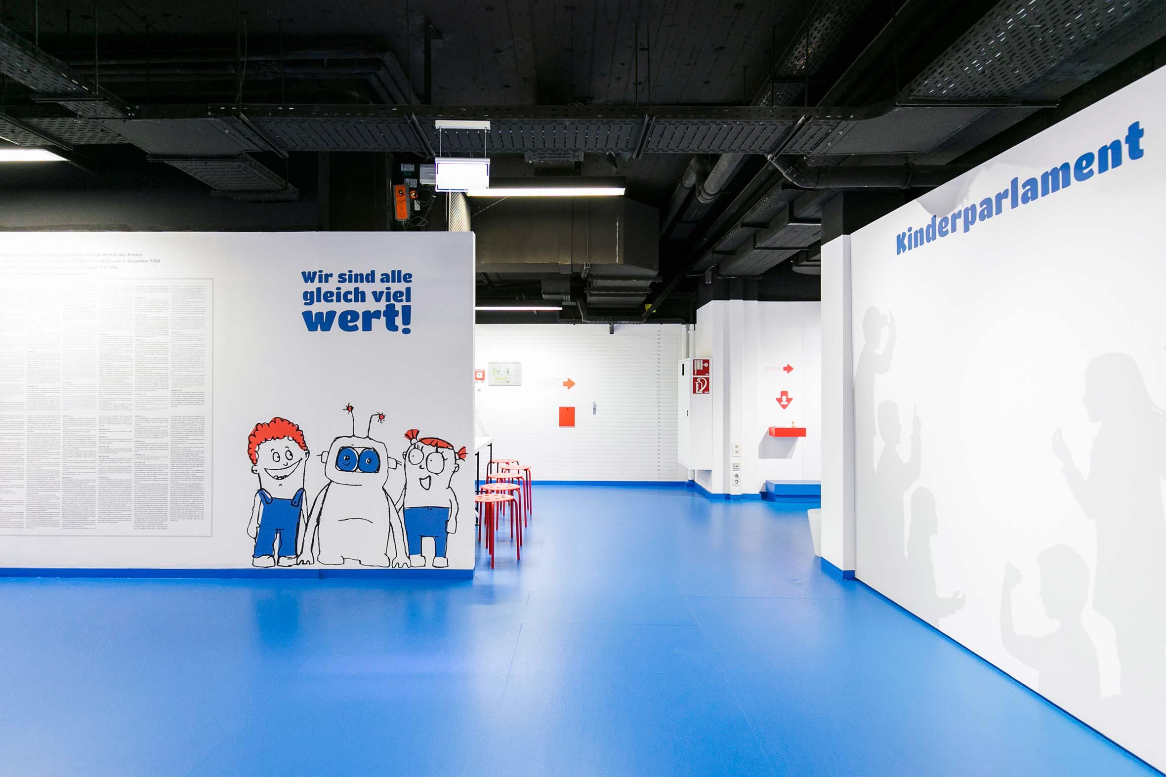 Tonia Bürkle (blaugrau): Kinder haben Rechte! für Kindermuseum Frankfurt 2