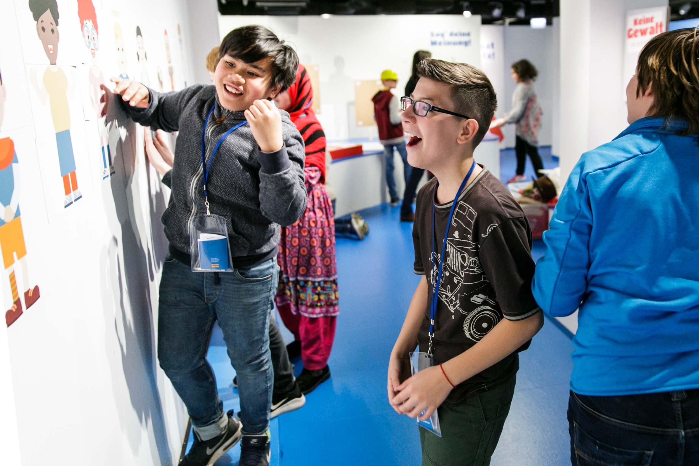 Tonia Bürkle (blaugrau): Kinder haben Rechte! für Kindermuseum Frankfurt 5
