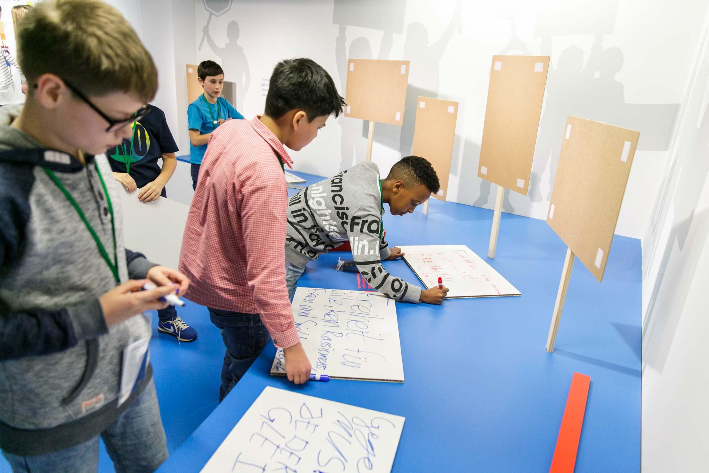 Tonia Bürkle (blaugrau): Kinder haben Rechte! für Kindermuseum Frankfurt 7