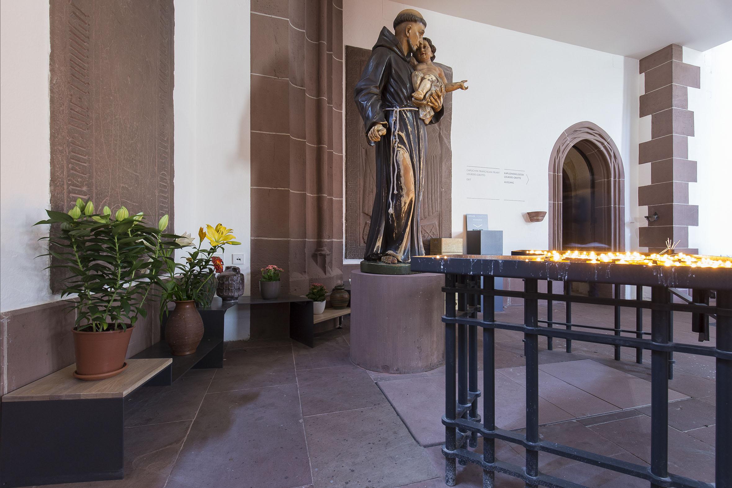 Tonia Bürkle (blaugrau): Möbel für Liebfrauen – Kirche und Kloster in der Stadt FrankfurtMöbel 16