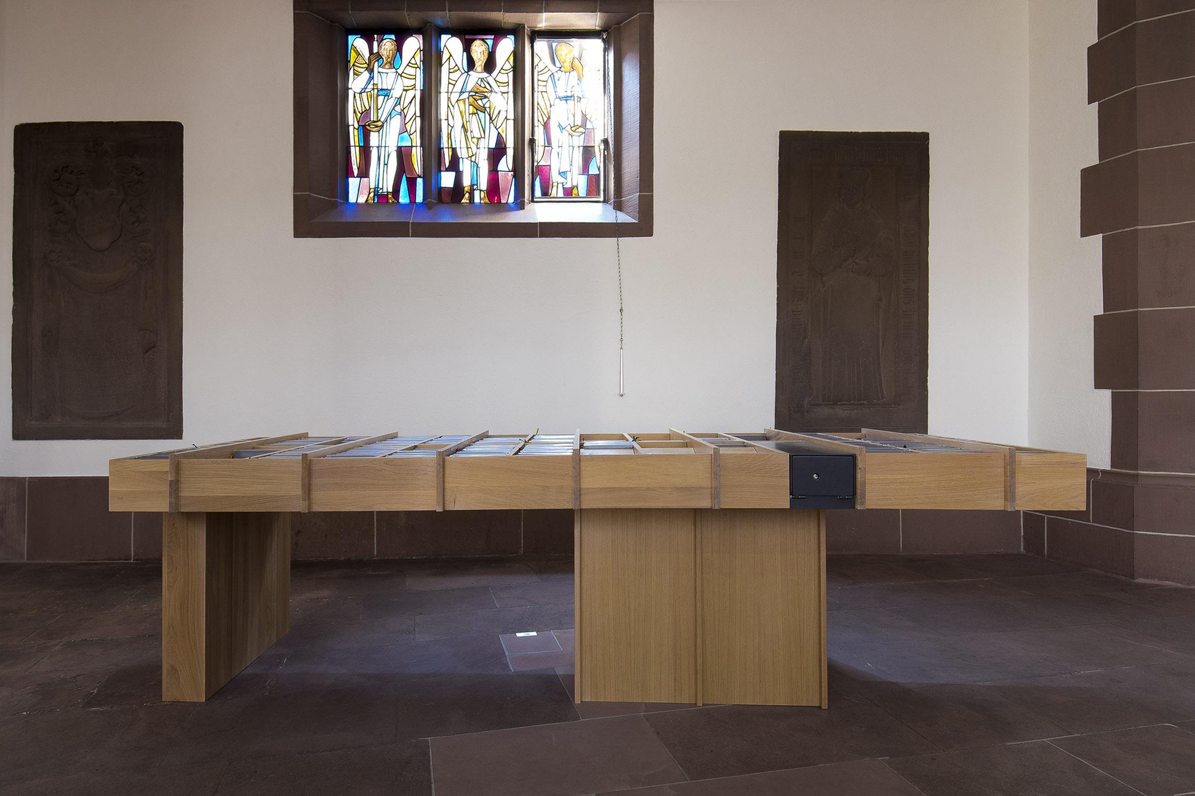 Tonia Bürkle (blaugrau): Möbel für Liebfrauen – Kirche und Kloster in der Stadt FrankfurtMöbel 6
