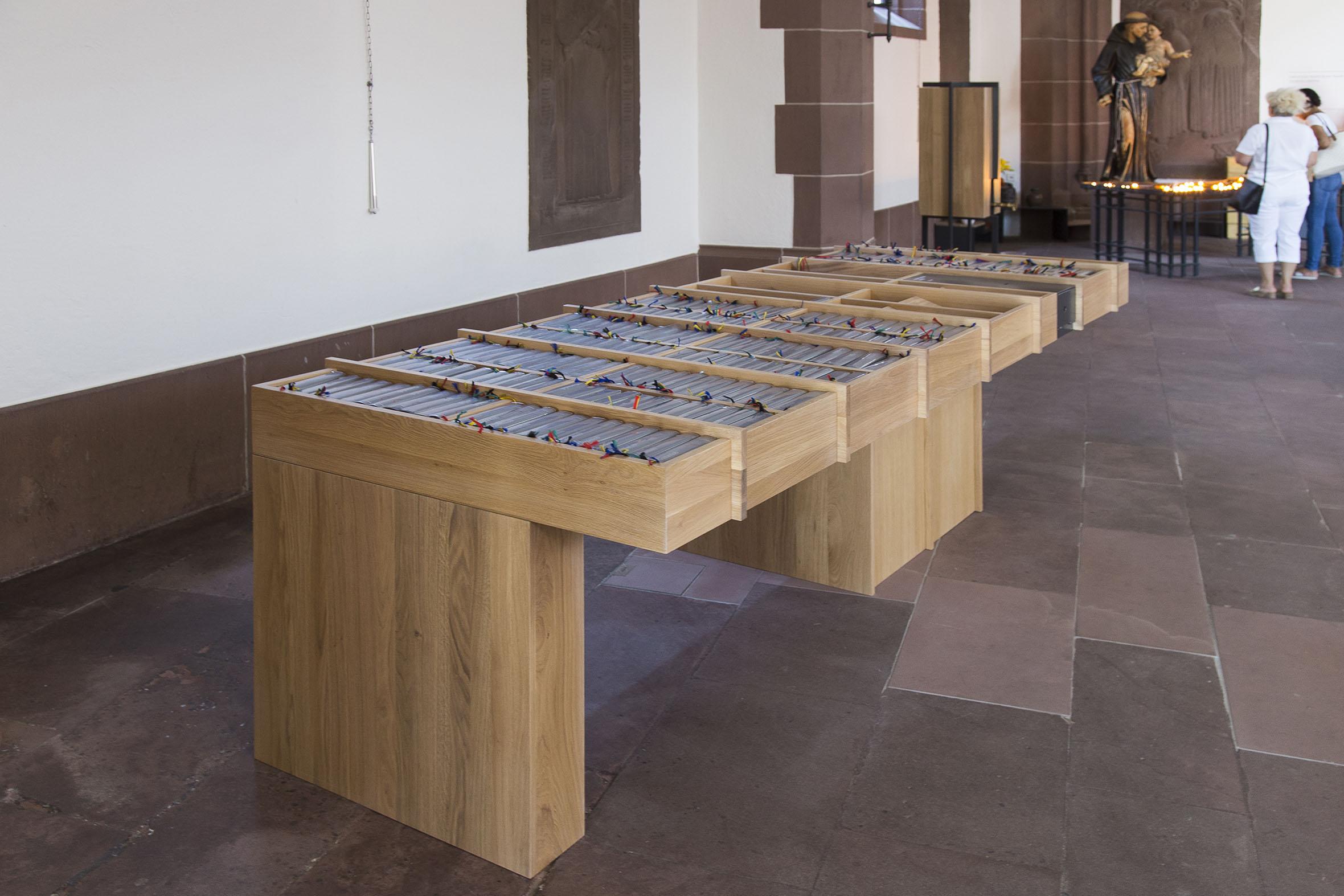 Tonia Bürkle (blaugrau): Möbel für Liebfrauen – Kirche und Kloster in der Stadt FrankfurtMöbel 8
