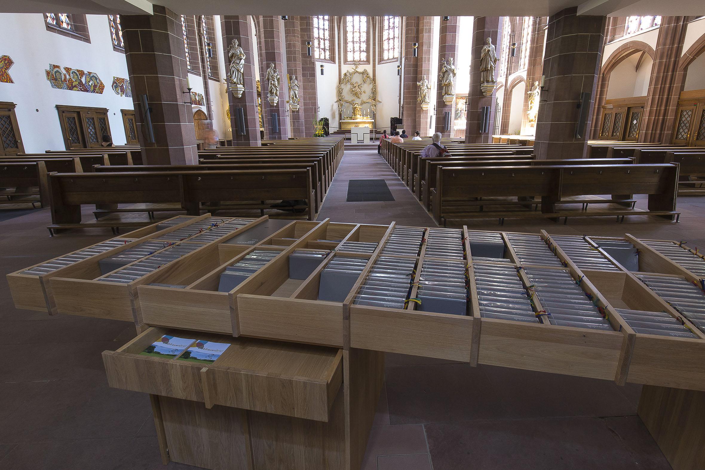 Tonia Bürkle (blaugrau): Möbel für Liebfrauen – Kirche und Kloster in der Stadt FrankfurtMöbel 9