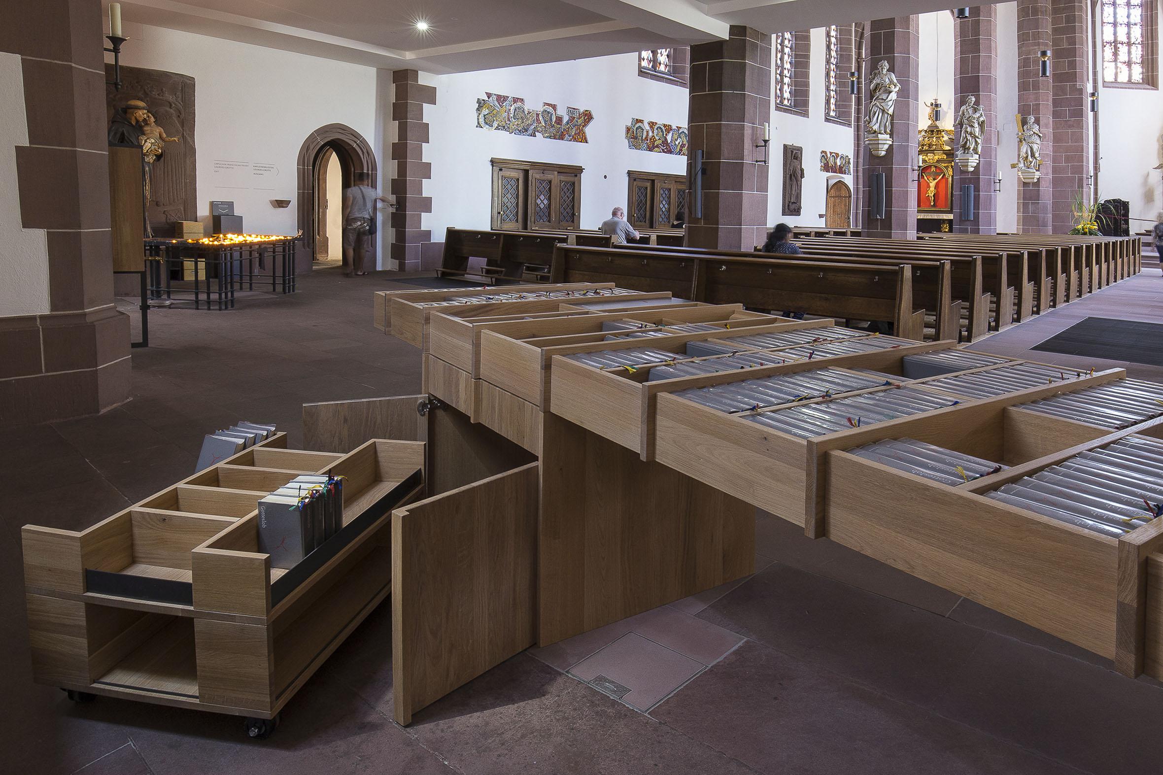 Tonia Bürkle (blaugrau): Möbel für Liebfrauen – Kirche und Kloster in der Stadt FrankfurtMöbel 11