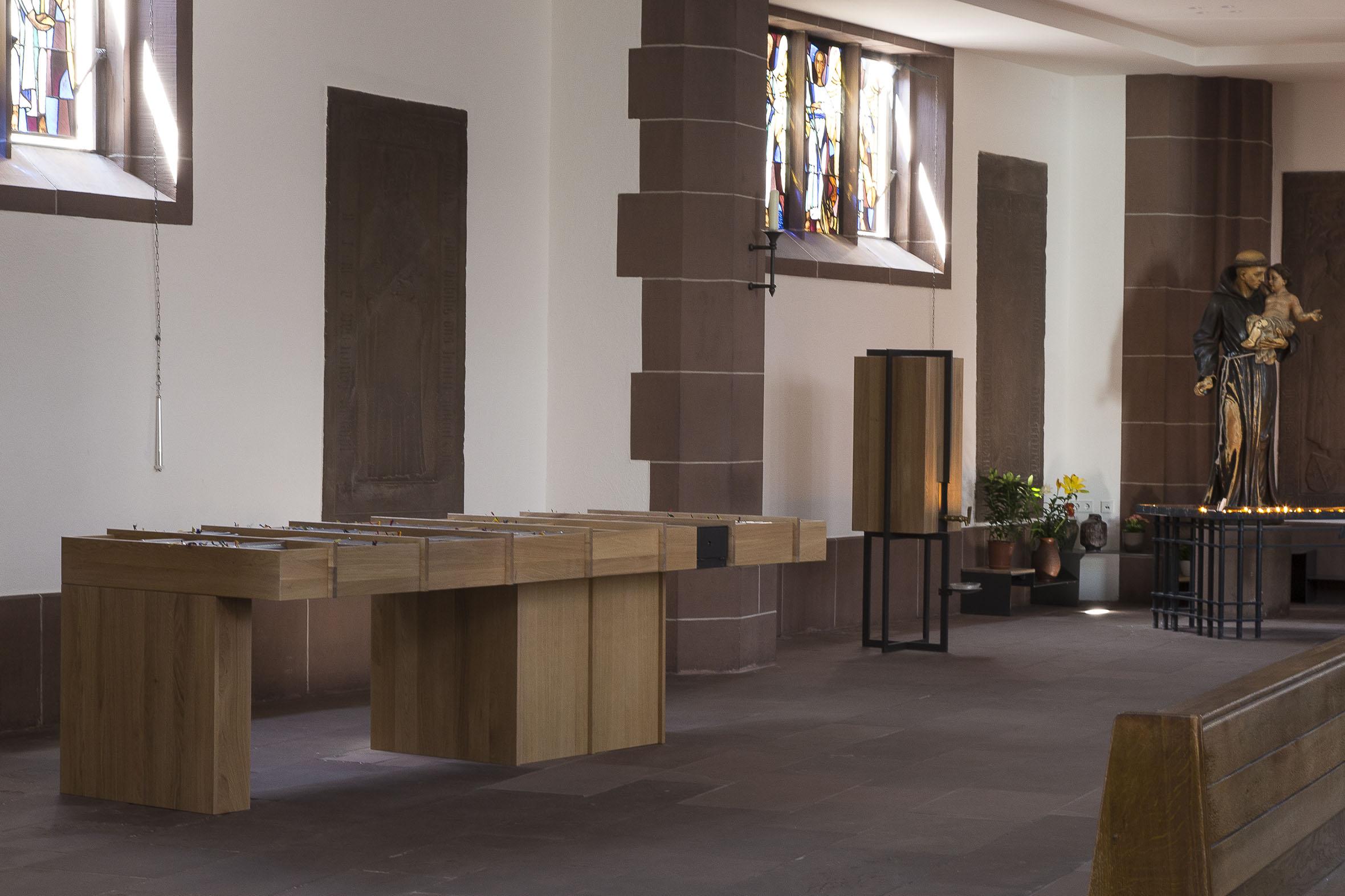 Tonia Bürkle (blaugrau): Möbel für Liebfrauen – Kirche und Kloster in der Stadt FrankfurtMöbel 5