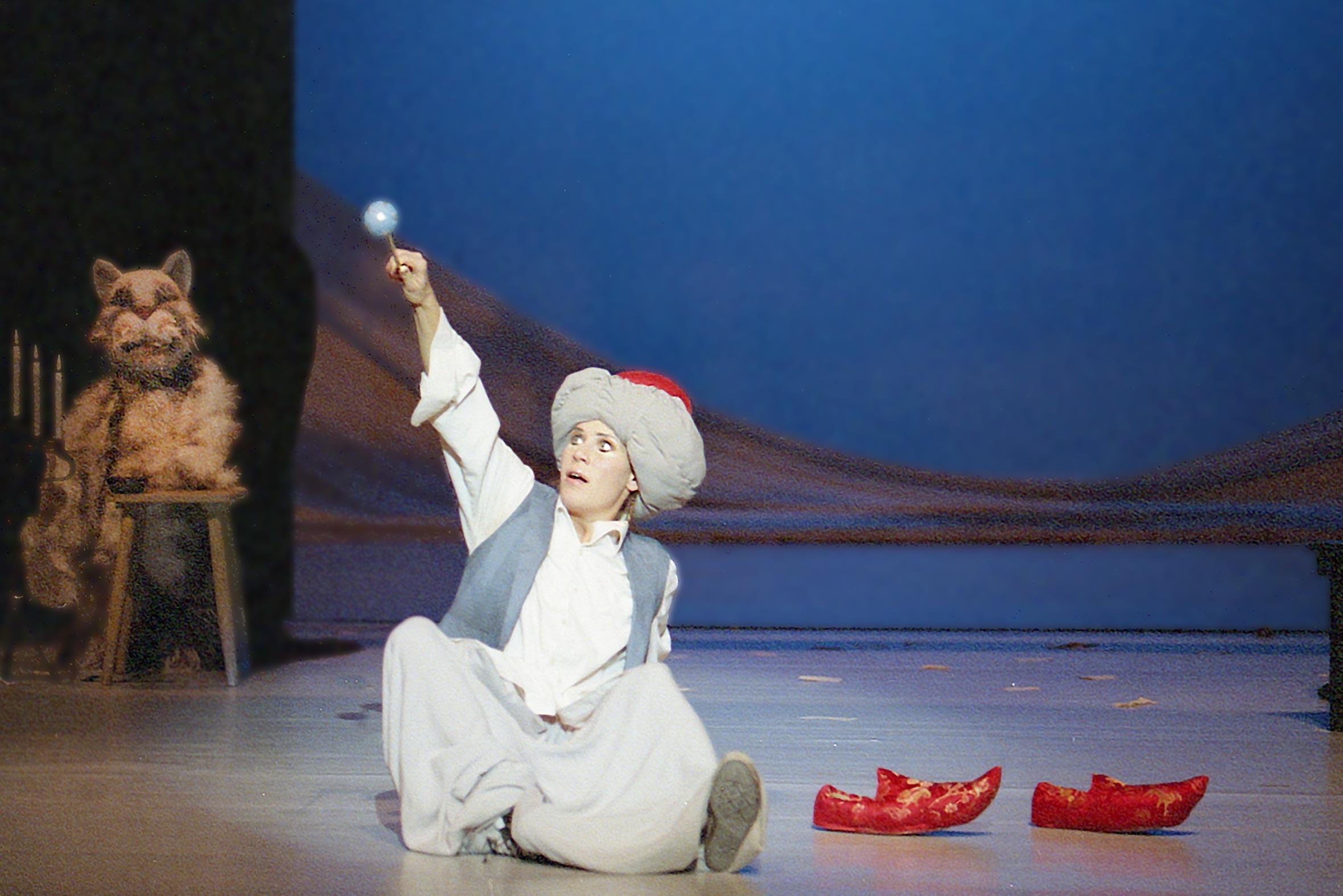 Tonia Bürkle (blaugrau): Der kleine Muck für Hessisches Landestheater MarburgDer kleine Muck 1