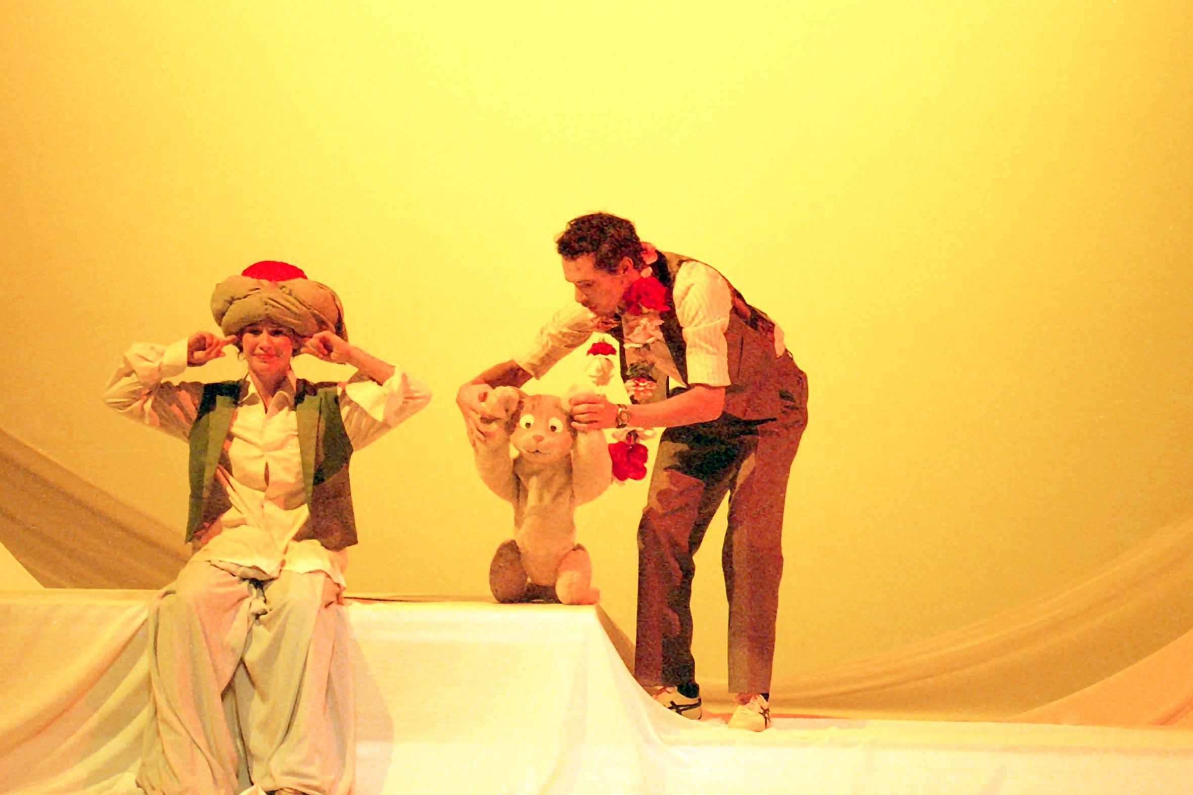 Tonia Bürkle (blaugrau): Der kleine Muck für Hessisches Landestheater MarburgDer kleine Muck 4