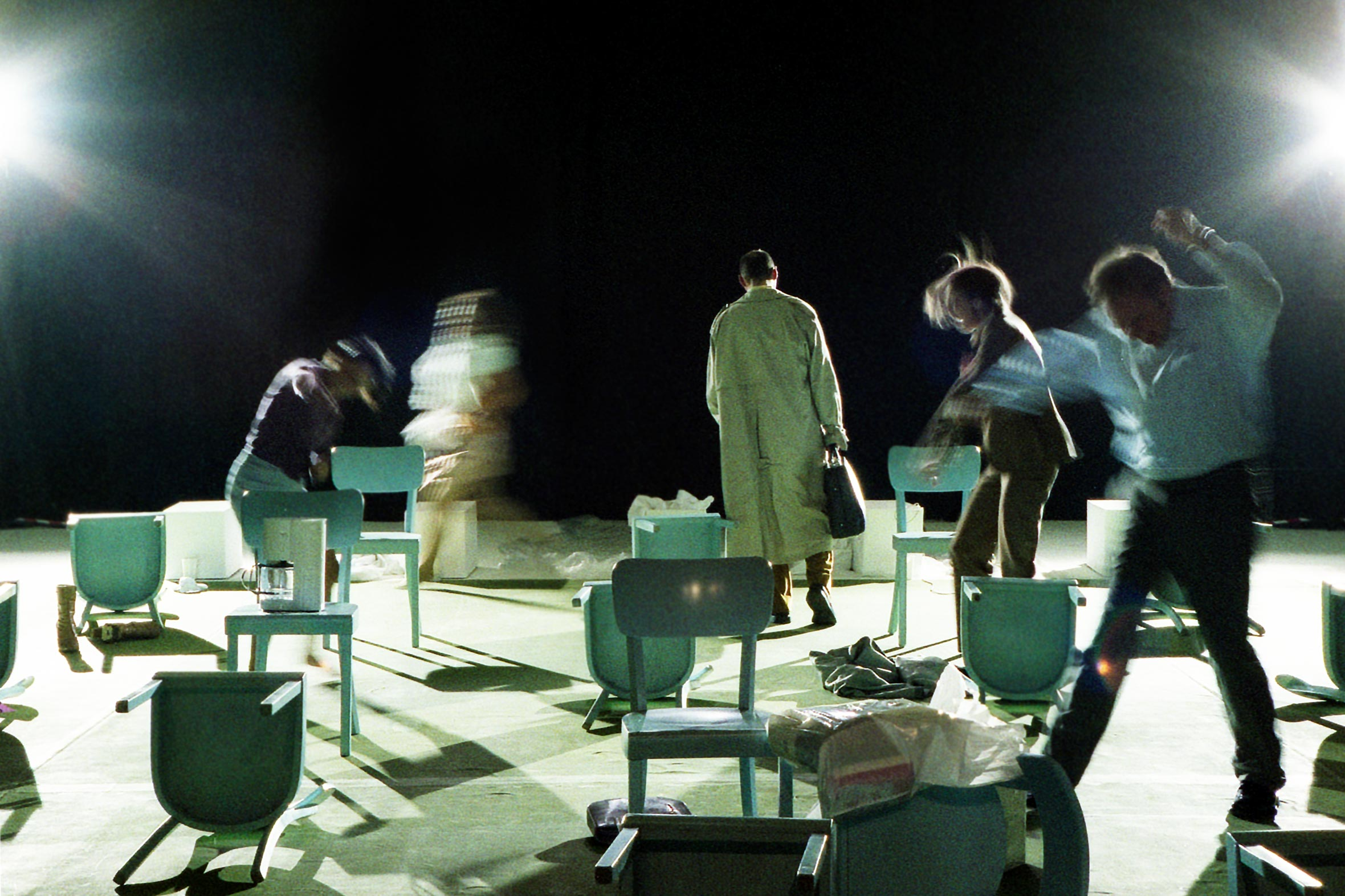 Tonia Bürkle (blaugrau): Täglich Brot für Freies Schauspielensemble FrankfurtTäglich Brot 3