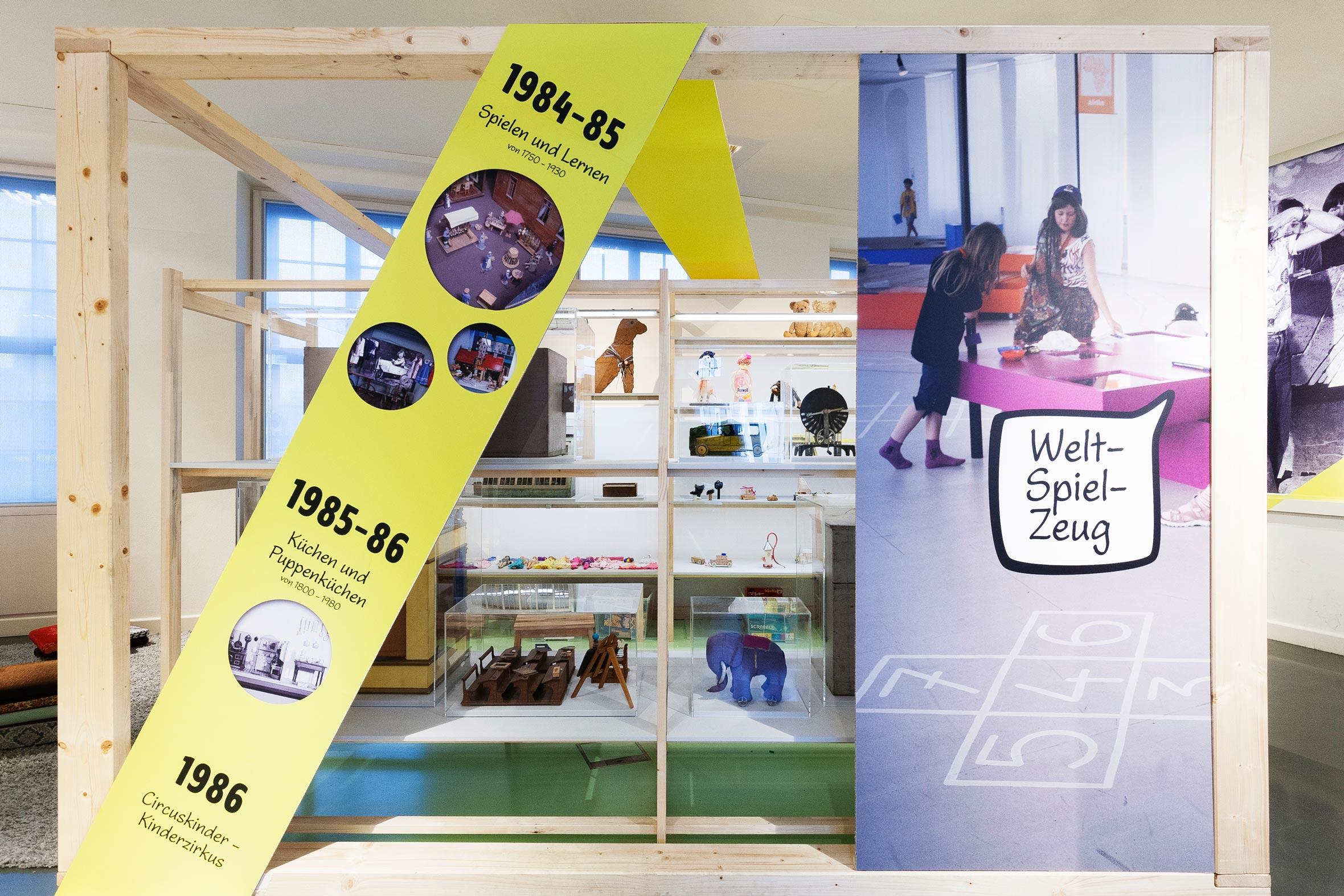 Tonia Bürkle (blaugrau): WOW! Das Beste aus 45 Jahren Kindermuseum für Junges Museum Frankfurt 4