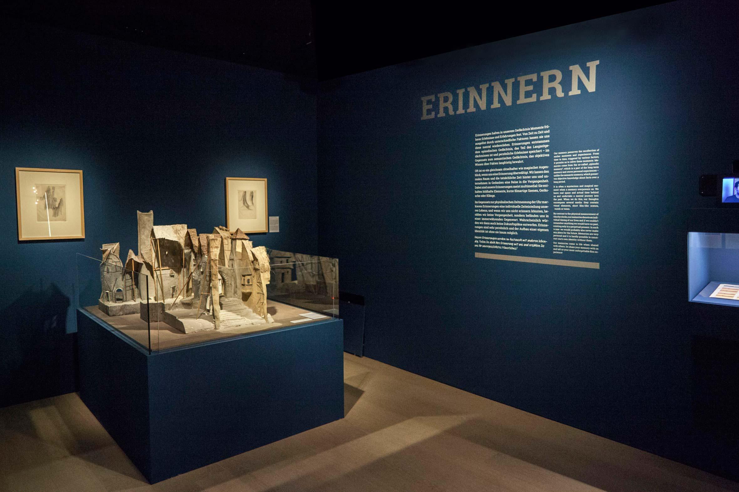 Tonia Bürkle (blaugrau): ZusammenSammeln für Deutsches Filmmuseum Frankfurt 1