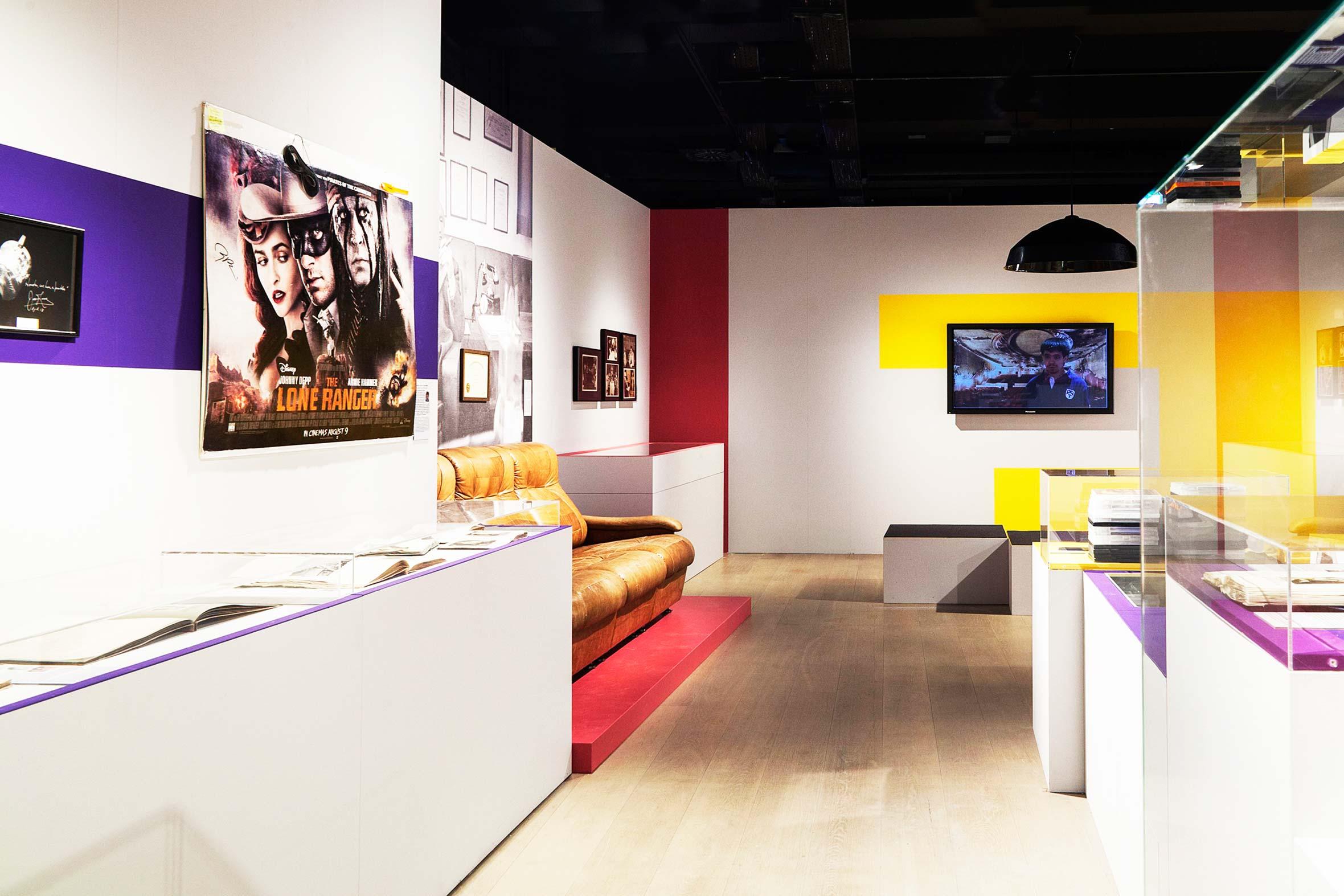 Tonia Bürkle (blaugrau): ZusammenSammeln für Deutsches Filmmuseum Frankfurt 3